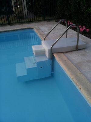 Damme kunststoffen kunststof accubakken for Zwembad kunststof